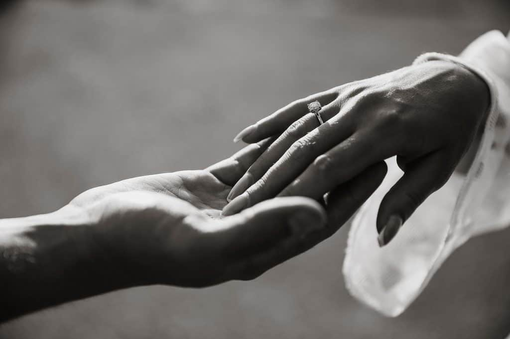 ידיים וטבעת