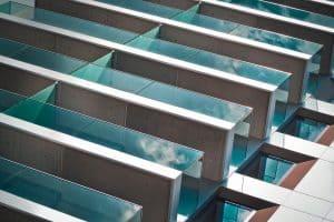 מעקות זכוכית של מרפסות