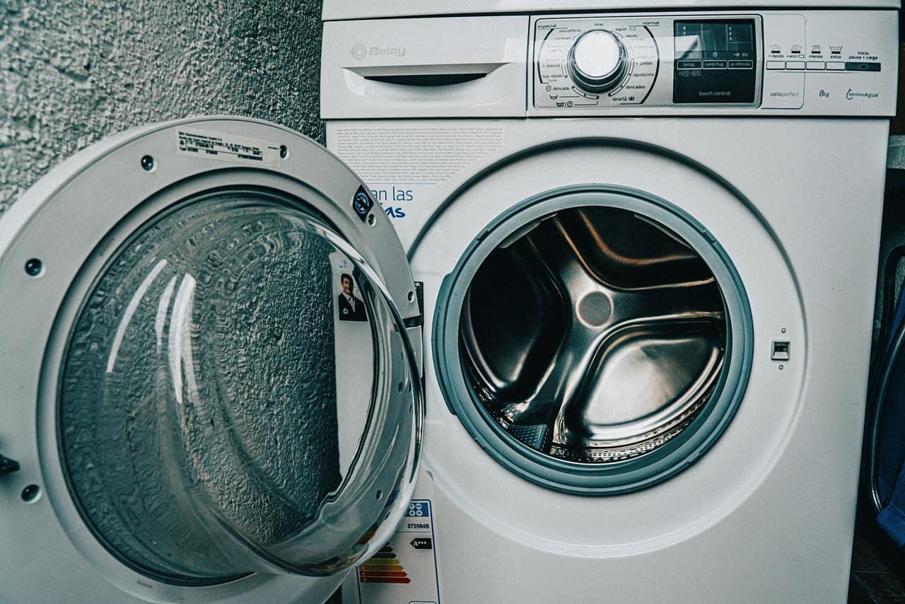 מכשיר ניקוי בגדים