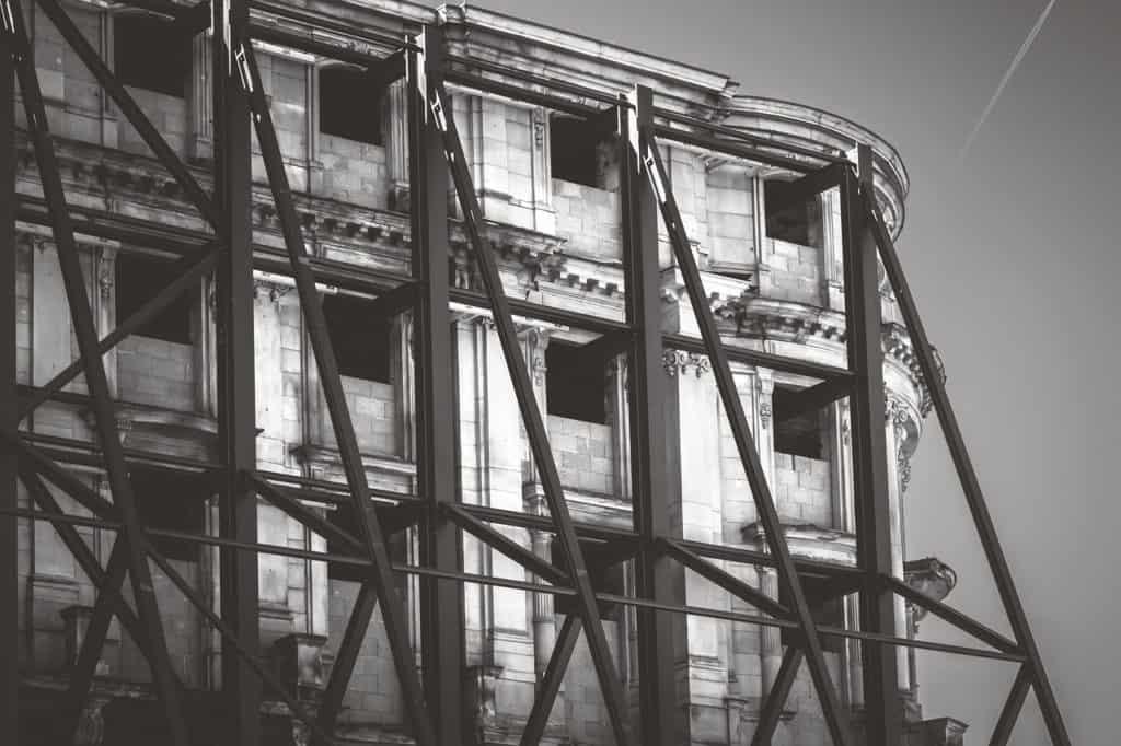 בניין בשיפוץ