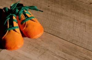 נעל כתומה